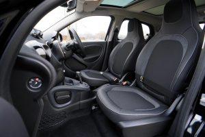 Predné sedadlá vo vozidle